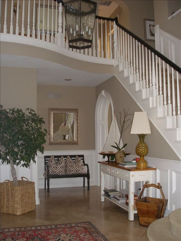 Entrance-Staircase to upstairs