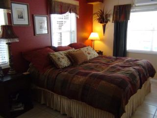 Kingsland house photo - Sleep like a baby in our comfy king size bed.