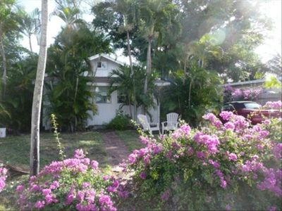 CHARMING COTTAGE WALK/BIKE TO BEACH/RESTAURANTS/SHOPS