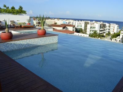 AMAZING ROOFTOP POOL- Ocean Views and Jacuzzi!