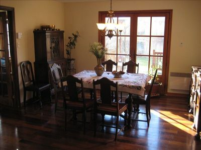 Open dinning room, with view to the lake