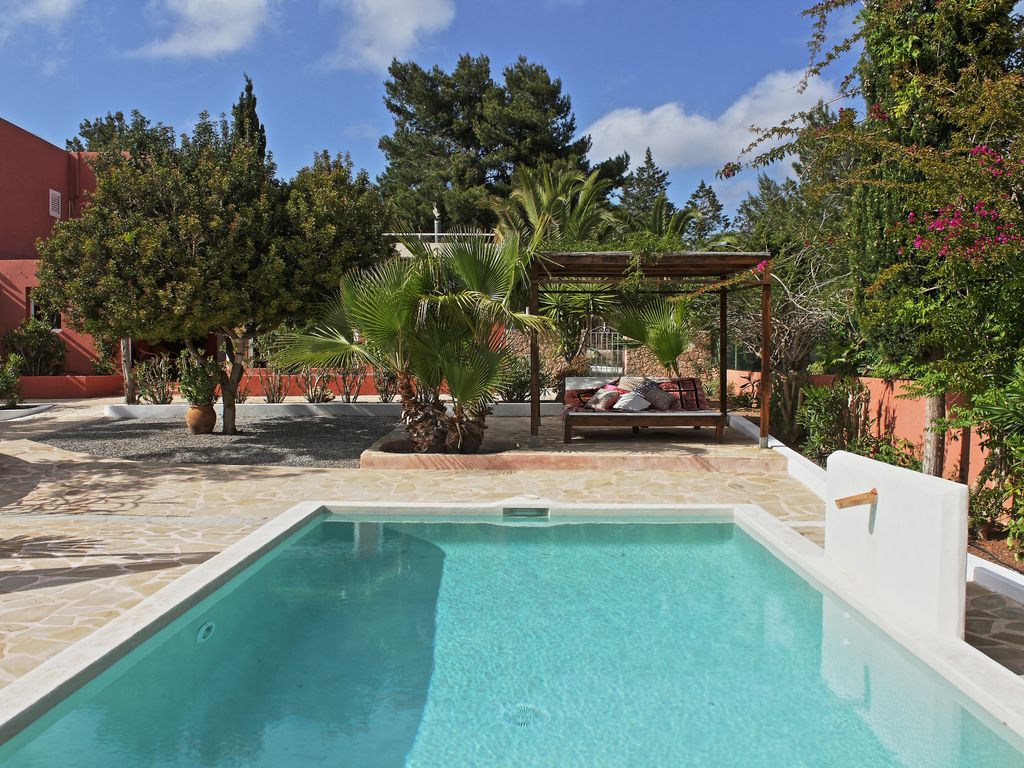 Very nice house with pool garden and homeaway spain for Pool garden nice
