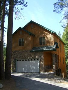 Beautiful Sierra Cabin with the longest driveway at Sierra Pines