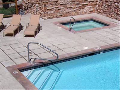 Common Heated Pool & Hot Tub
