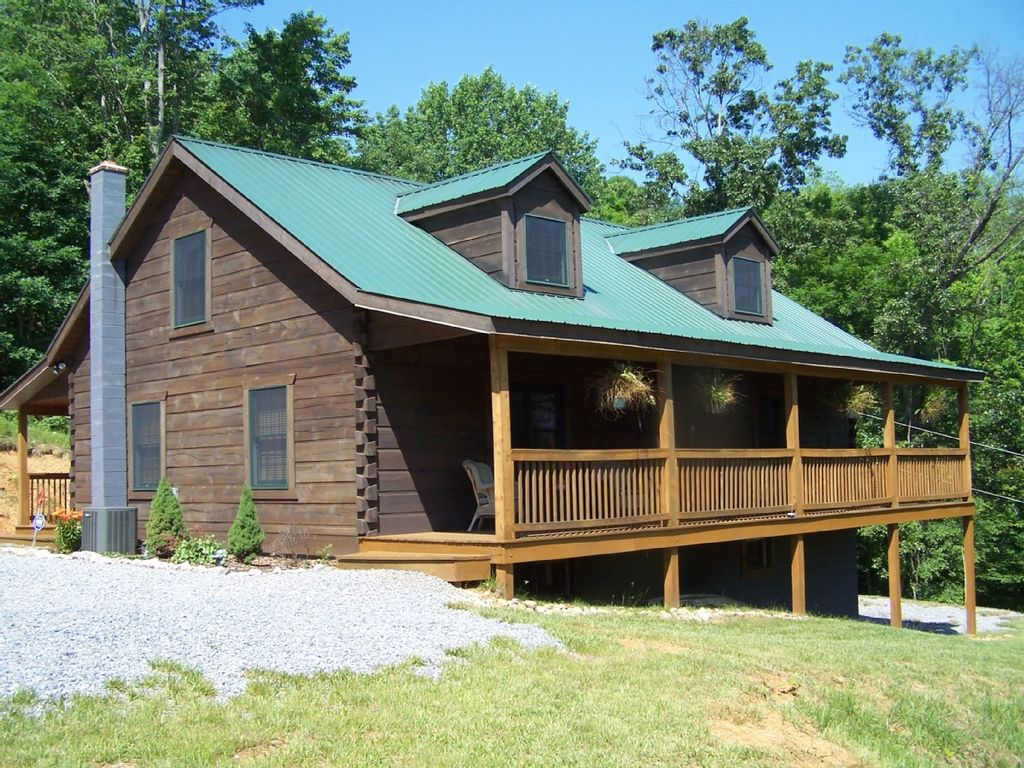 Quiet secluded 39 hilltop log cabin 39 get away vrbo for Vacation log homes