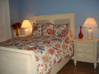 Biloxi condo photo - French Provincial guest room w/adjoining full bath.