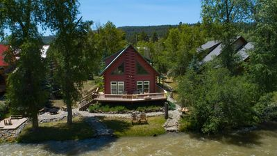 San Juan Riverfront Log Home Aka 'The Lazy Bear'  5 Star Reviews