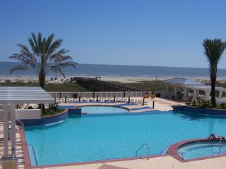 Galveston condo photo - Enjoy the infinity pool and children's pool at the Beach Club.