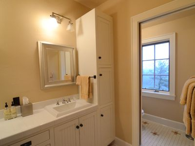 Highlands house rental - Upper floor E Queen bath with shower