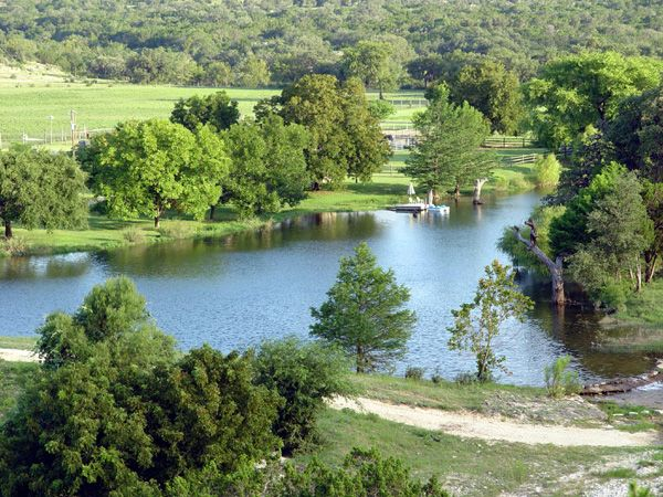 Charming cabin on lake beautiful hill homeaway bandera for Fishing cabins for rent in texas