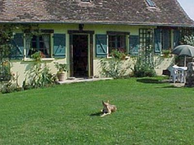 Country Cottage with private recreational lake, child friendly, pets welcome