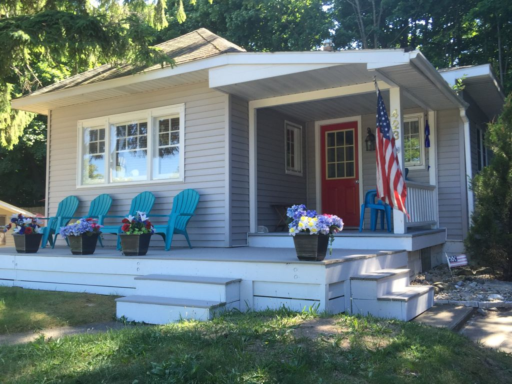 Beautiful frankfort michigan vacation home vrbo for 10 bedroom vacation rentals in michigan