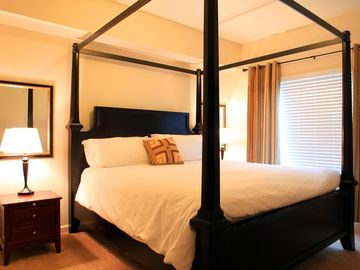 Vancouver condo rental - Master bedroom with king canopy bed