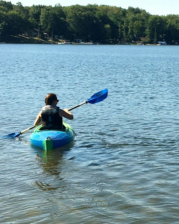 3 Br, Sleeps 10 ~ Cottage On Pretty Lake ~ Great Getaway & Family Vacation!