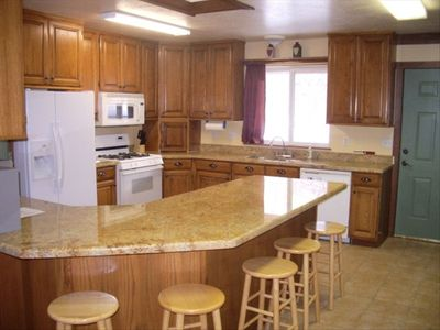 Kitchen w/ granite counter tops, ice-maker
