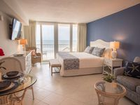 Beachfront Stateroom. Newly Remodeled on the 5th Floor. Comfortable & Relaxing in Great Location.