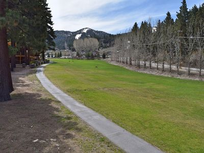 At the Base - Higher End Townhome! Views of Bear Mtn! WiFi! Laundry! Walk to Bear Mtn!