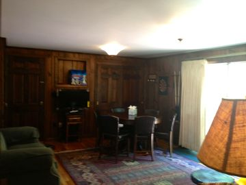 Entertain room, TV, WiFi, 3-1 game table, poker, bumper pool, darts, giant chess