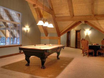 Priest Lake house rental - 2nd floor game room with pool and card table.