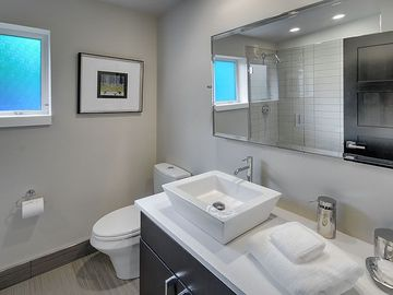 2nd Floor Bath With Very Clean Lines