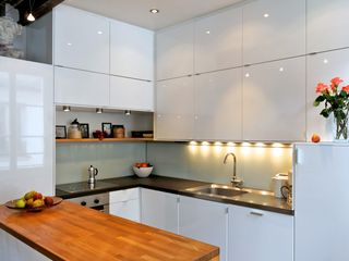 4th Arrondissement Pompidou Le Marais apartment photo - Dishwasher/microwave/washing machine: all hidden behind cabinet doors!