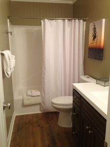 Upstairs full bath with tub/ shower