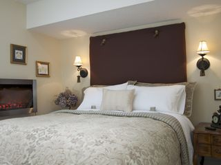 Niagara-on-the-Lake cottage photo - Bed