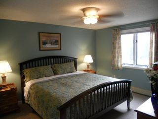 North Conway townhome photo - 2nd floor master bedroom with King bed, TV, and full bath.
