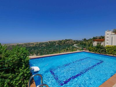 Luxury villas with garden and private swimming pool in a peaceful environment. - Villa Faskomilia