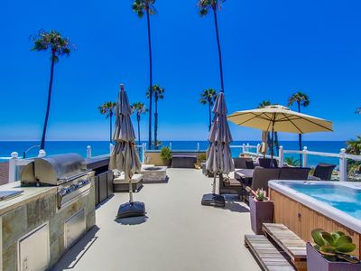 Huge rooftop deck w/firepit,spa,bbq,ample seating,& amazing view of ocean & pier