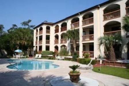 Secluded Ocean Resort Condo, Walk to the Beach
