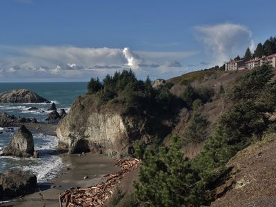 BREATHTAKING WHITEWATER VIEW! PRIVATE ACCESS TRAIL TO BEACH/TIDEPOOLS     QUIET!