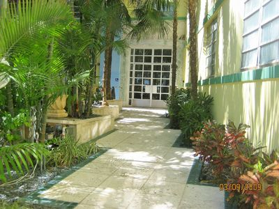 South Beach condo rental - Entrance to Condo Building