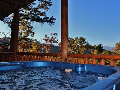 Hot tube with view on the lower deck.