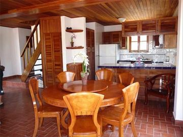 Contadora Villa 24 - kitchen and dining room area
