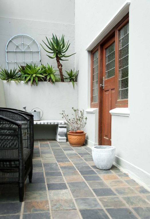 Private garden studio at the base of Table Mountain.