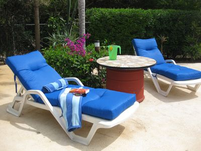 Playa del Carmen condo rental - Comfy chairs, towels and pool floats are waiting for you! Just bring your book.