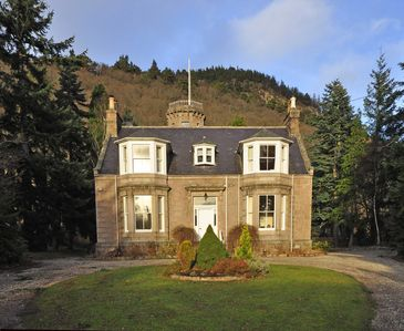 Perfect to explore the Highlands; comfortable, well equipped, close to amenities - Glenbardie House