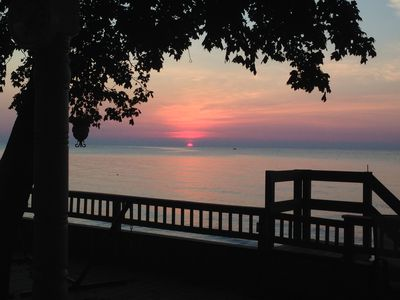 Lake Erie PRIVATE Beach Cottage w/Kayaks, Breathtaking View, Sleeps 12 (8 beds)
