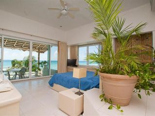 Playa del Secreto villa photo - Master bedroom, floor to ceiling windows, ocean view for miles.