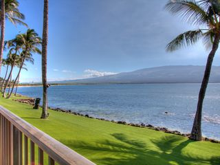 Maalaea condo photo - Cozy up to the counter for a romantic dinner in!