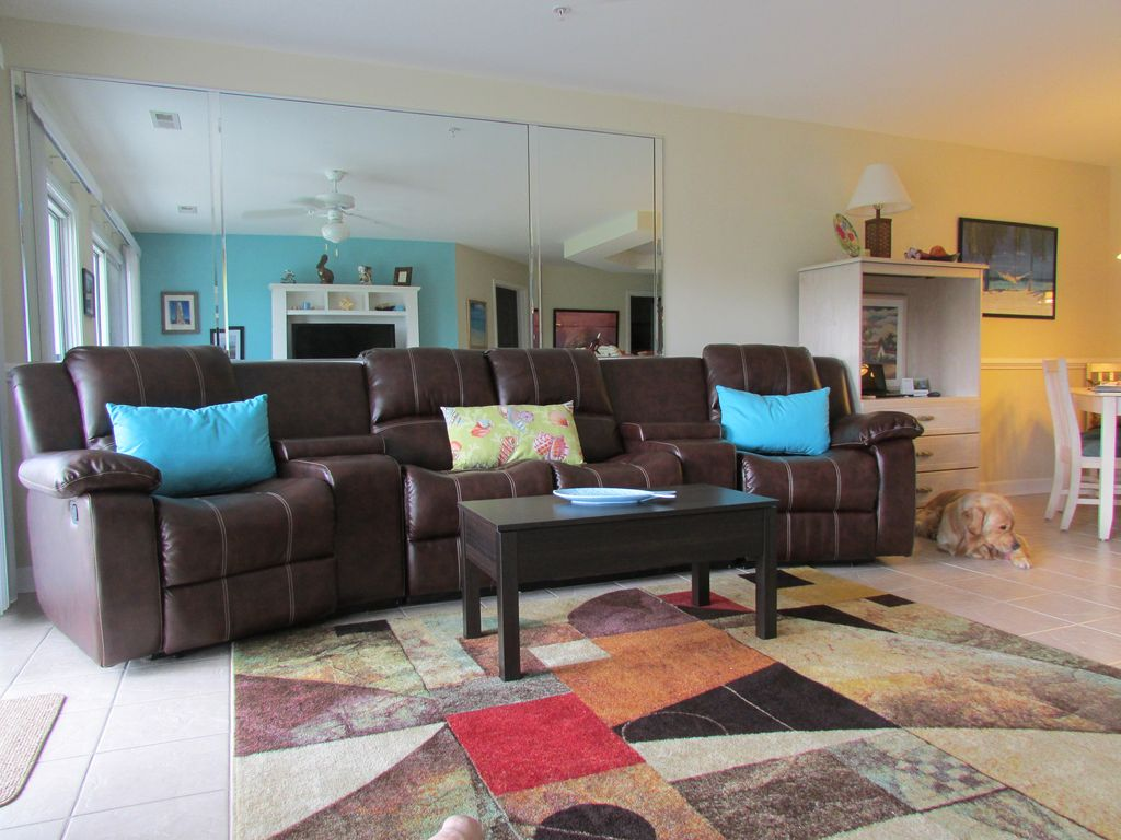 Best reviews in calabash pet friendly homeaway for Living room of satoshi tax