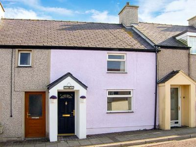 BROC MÔR, family friendly, with a garden in Cemaes Bay, Ref 911959