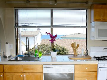 Kitchen with view to the ocean