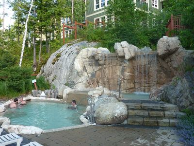 Tremblant-Les-Eaux, Luxurious Condo, 1600 sqf,Hot Tub/Spa, Sauna,Ski,Best View!