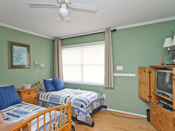 Another view of 3rd bedroom with 2 twin beds.