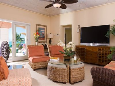 Providenciales - Provo villa rental - Spacious living areas open to pool and patio