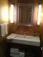 Pasadena studio photo - Bathroom vanity