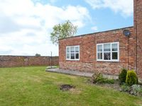 WEST END, pet friendly, with a garden in Pocklington, Ref 24516