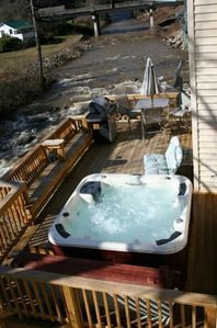 Now has 4in. insulated awning, 6 Person Private Hot Tub, 20ft above river